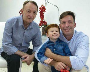 Dr. Haroldo Igreja Jr. com o pai, Haroldo e o filhote Gabriel