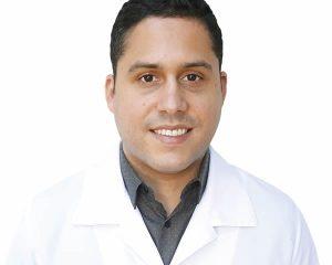 O médico neurologista e neurocirurgião Dr. Douglas Romano