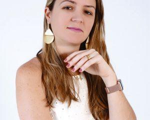 A cirurgiã dentista especialista em ortodontia Dra. Nathália Brandão