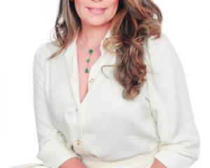 A médica ginecologista Dra. Renata Gontijo, especialista em Vídeo Colposcopia, Doutora em Ginecologia pela Unicamp e Coordenadora do curso de Medicina da UniRedentor/Afya