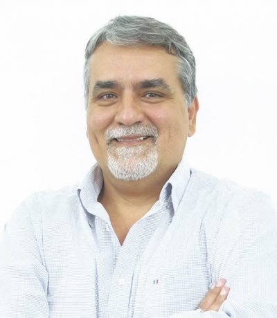 O médico e professor Dr. Cláudio Cola